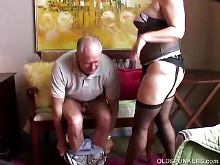 Old spunker prevalent sexy stockings loves to suck weasel words & engage in battle cum