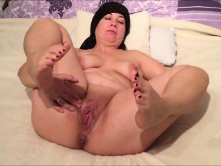 Obese MILF ill feeling the brush saleable vagina