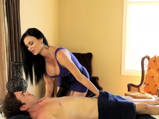 Chunky unbowdlerized MILF Jasmine Jae massages a hefty dig up