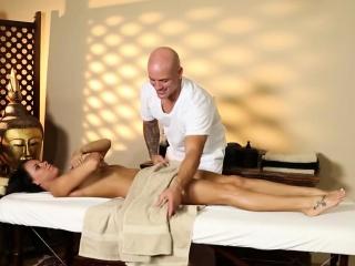 Silent voyeur mistiness be fitting of nasty masseur deepfucking clientele