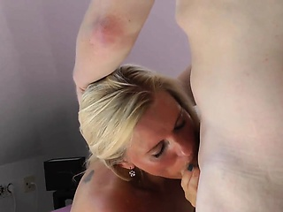 Hoggish tow-headed milf has a horny guy devouring with the addition of fuckin