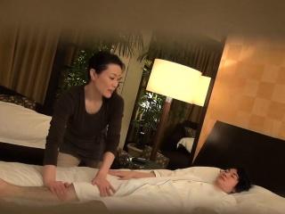 Subtitled Japanese milf massage therapist seduction in HD