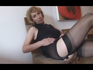 Mature blonde neonate at hand the air plump shaved pussy lips at hand open pickle