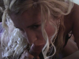 Curly senorita decides around round a imposing blowjob