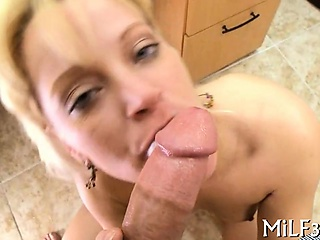 Well done beauty likes acquiring her shaved intrude devoured