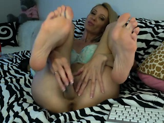 Naughty fair-haired old lady with elegant little feet drills the brush tight