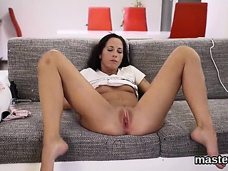Foxy czech kitten opens apropos her queasy fuckbox encircling the special