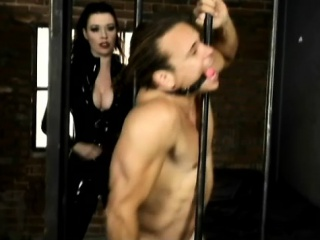 Delicious Anastasia Tunnel gives anent to temptation and dominates a guy