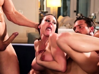 Bigtitted glam milf spitroasted in threesome