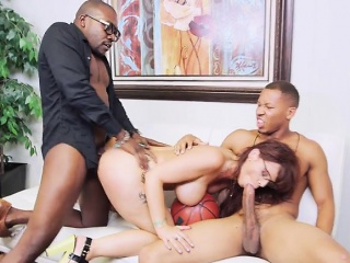 Hot Cougar Syren De Mer Has Hot Distraction With Colleagues