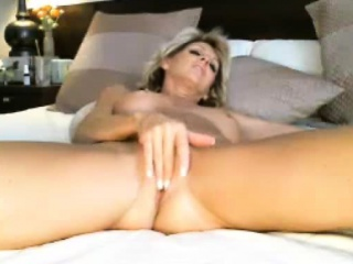 Hot Milf Fingers Added to Fucks Pussy Almost Clamber up