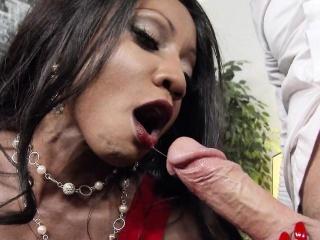 Big Tits Dark-skinned Boss Fucks Young Unconscious of Cock Diamond Jackson
