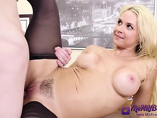 Big Booty Blonde In Stockings