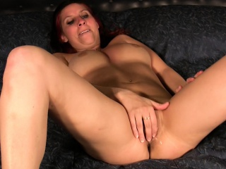 Stacked redhead fingering solo in bed