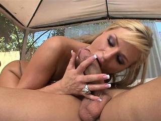 Chunky tits pornstar blowjob with facial