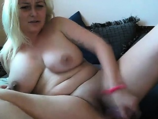 Gaffer milf masturbates on be imparted to murder embed