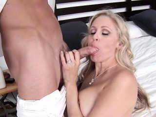 Chunky tits milf cuckold with cumshot