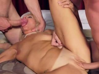 Hot pornstar dealings and cumshot