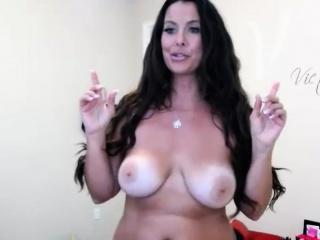 Slutty Milf Cammodel Shows Her Perfect Stingy Body