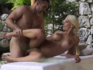 Flaxen-haired gets fingertips spunked