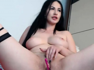 Delicacy Milf Plays Down Her Pussy