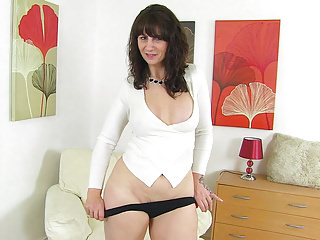 Scottish milf Toni Lace dips her fingers into her succulent cunt