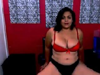BBW Jellibean plays with boobs