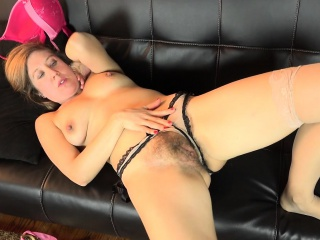 American milf Valentine fingers their way puristic pussy
