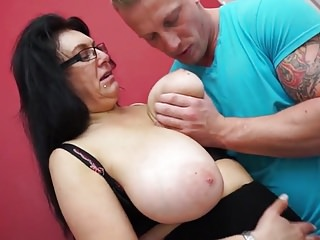 Heavy breasted mom fucking increased by sucking nipper