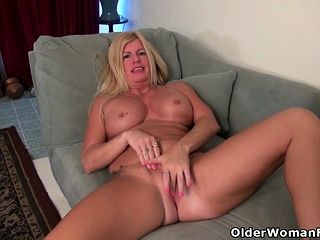 American gilf Kyle spoils us apropos her massive boobs