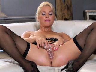 Unusual czech excessive price opens up the brush mercenary mingy vagina to44sLh