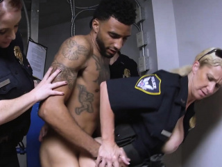 Busty cops make Gaunt D tire their hor