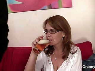Drunken mommy gets her cunt drilled