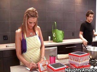 MILF gets her cupcake iced