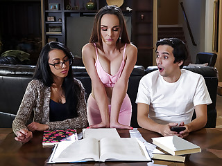 Cytherea & Ricky Spanish in Flogging Slay rub elbows with Well forth - BRAZZERS