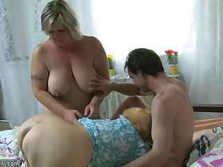 OldNanny BBW mature and Old granny with scrounger have nice treesome