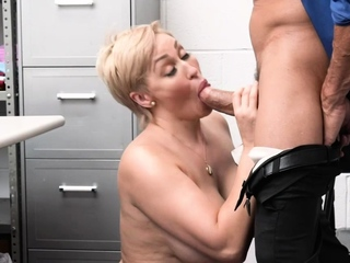 Tommy pounds coupled with cums on MILF Ryan's pussy