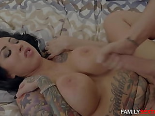 Play the part Mom Fucks Nerdy Son- HOTTEST Dam Lass ACTION